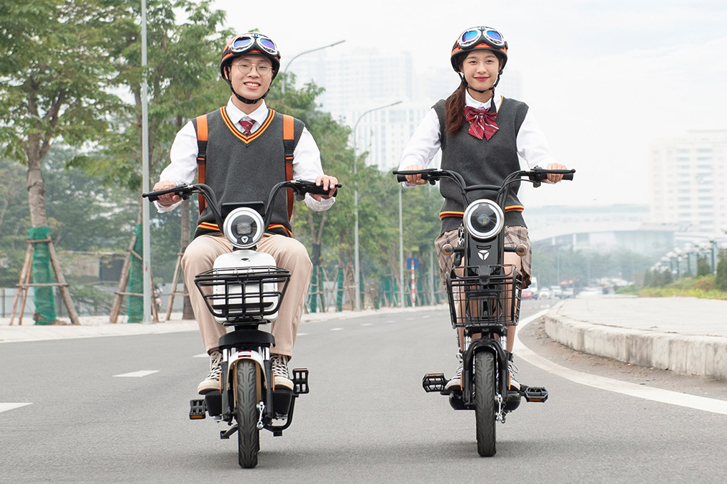Xe đạp điện được học sinh, sinh viên yêu thích do không có quy định về tuổi của người sử dụng.