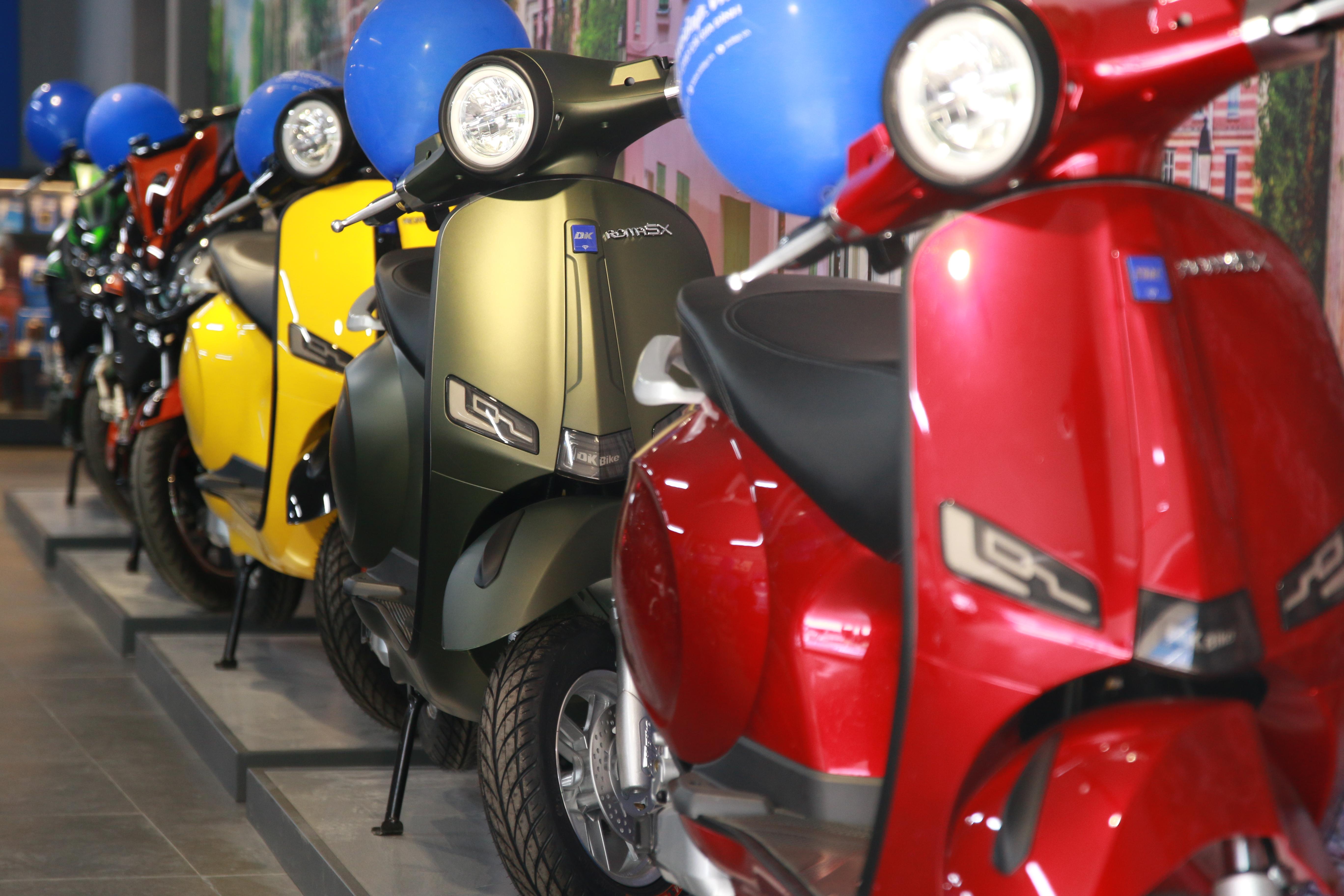 Khu vực trưng bày xe máy điện đa dạng