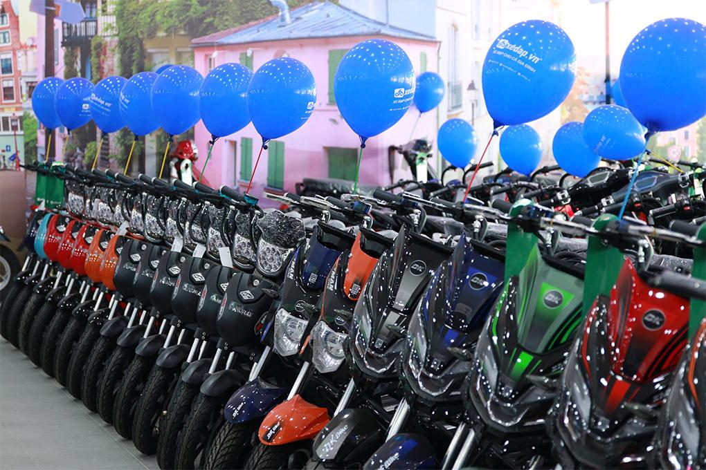 Khu vực trưng bày xe đạp điện, xe máy điện thương hiệu DK Việt Nhật