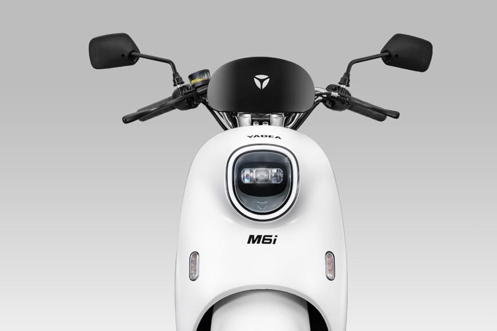 Xe máy điện YADEA M6i sở hữu hệ thống LED hiện đại, độc đáo, cường độ sáng cao