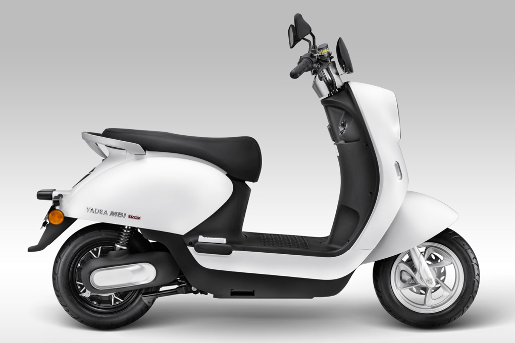 Sàn để chân xe máy điện YADEA M6i rộng rãi và thoải mái cho người lái