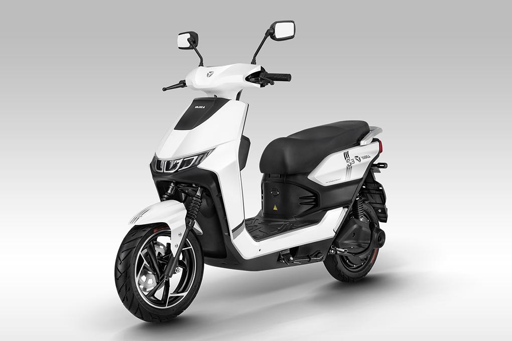 Xe máy điện YADEA S3 mang phong cách thể thao với các đường nét góc cạnh, phong cách