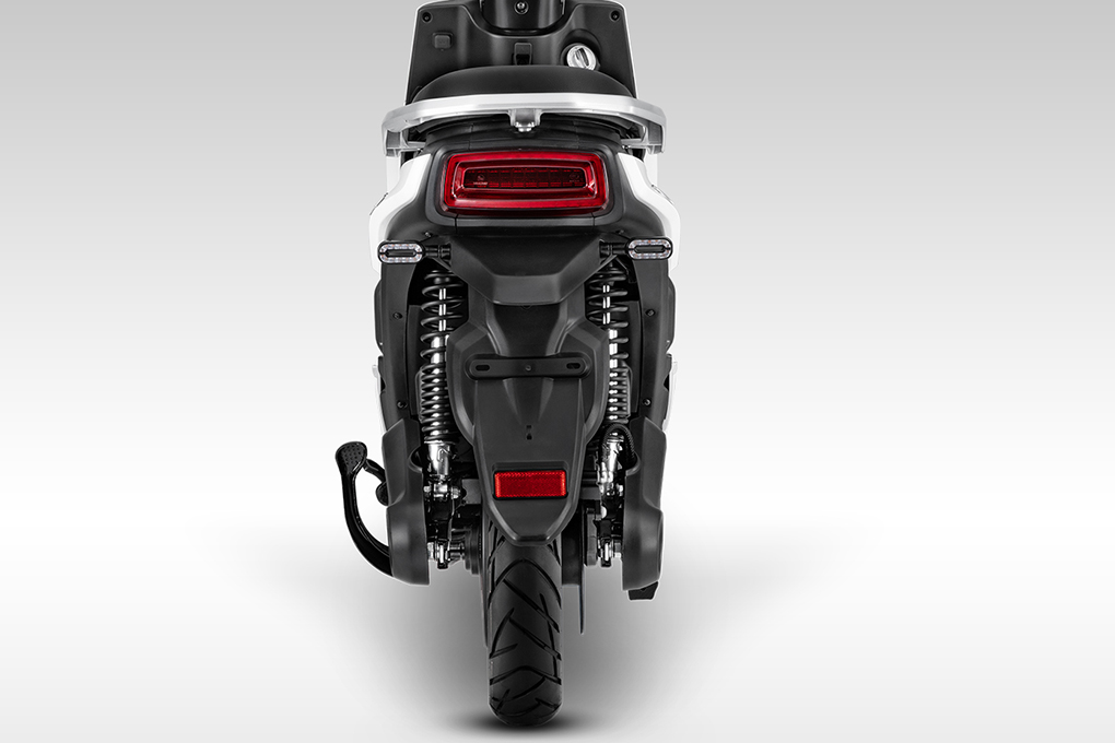 Phần phuộc của xe máy điện YADEA S3 hiện đại giúp giảm xóc tối đa, di chuyển nhẹ nhàng