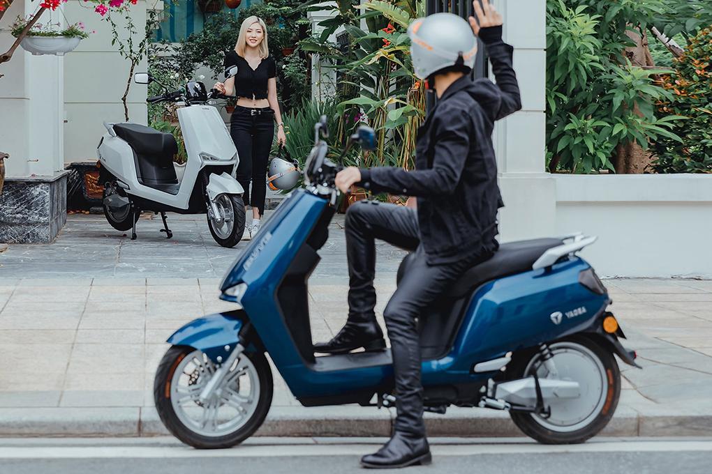 Xe máy điện YADEA BuyE thu hút mọi sự chú ý và phù hợp với phong cách của cả nam lẫn nữ